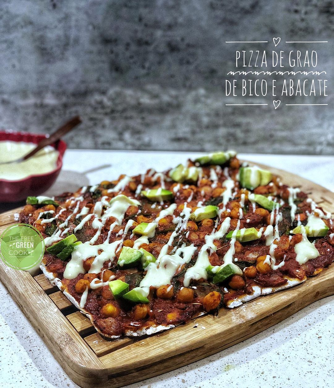Pizza de grão de bico, abacate [Vegan]